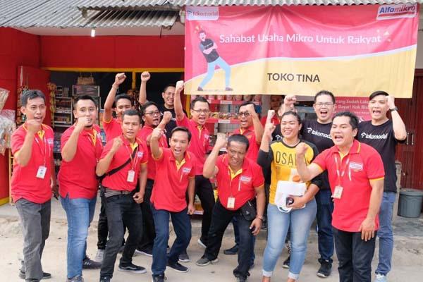 Tokomodal bersama Alfamart sebagai mitra berkunjung sekaligus memberikan bantuan kepada korban terdampak bencana tsunami di Anyer, Banten, memperingati hari jadi yang ke-2, pada Kamis (24/10/2019). - Istimewa