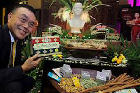 Ketua Gabungan Pengusaha (GP) Jamu Charles Saerang - Bisnis