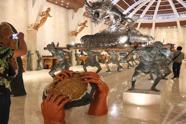 Patung Naga Sanga Amurwabhumi di Museum Museum Naga Sanga Amurwabhumi milik UC Silver