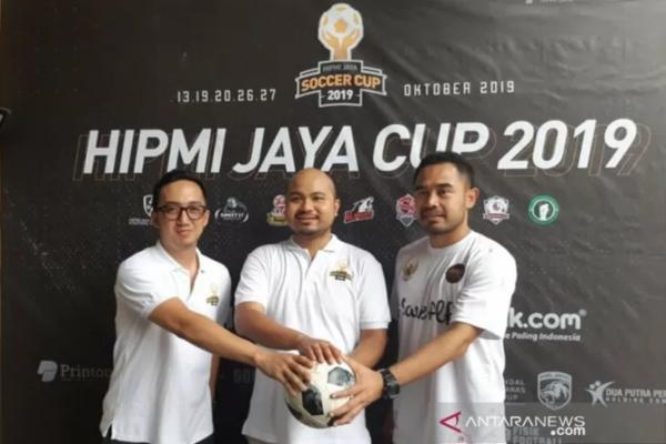 HIPMI Jaya berkerja sama dengan Asosiasi Pesepakbola Profesional Indonesia (APPI) untuk menyejahterakan mantan pemain sepak bola. (kiri/kanan) Ketua Badan Pengurus Daerah HIPMI Jaya Afifuddin Suhaeli Kalla, Ketua Panitia HIPMI Jaya Cup 2019 Ichsan Rachmansyah Sofyan, dan GM APPI Ponaryo Astaman.