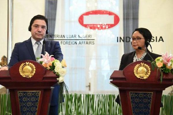 Menteri Luar Negeri Maroko Nasser Bourita (kiri) dan Menteri Luar Negeri RI Retno Marsudi (kanan) menyampaikan pernyataan pers selepas pertemuan bilateral di Gedung Pancasila, Jakarta, Senin (28/10/2019). - Antara-Kemlu RI