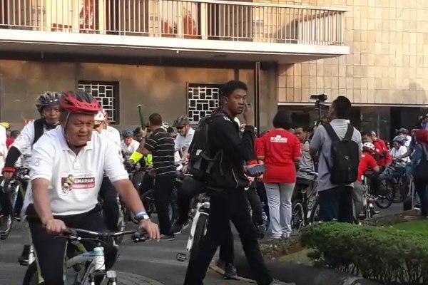 Gubernur Bank Indonesia Perry Warjiyo bersepeda/Bisnis - Nirmala Aninda