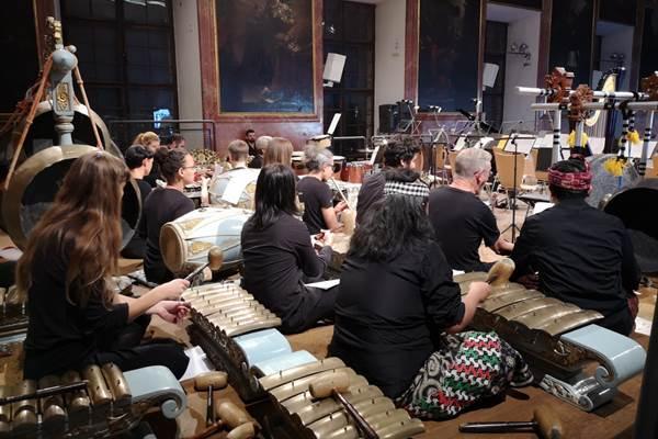 Konser Kolaborasi Gamelan dan Orkestra memukau hadirin di Graz, Austria - KBRI Wina