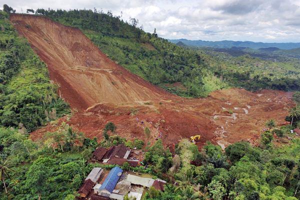 Foto aerial kondisi lokasi bencana longsor - Antara/Apriliandri