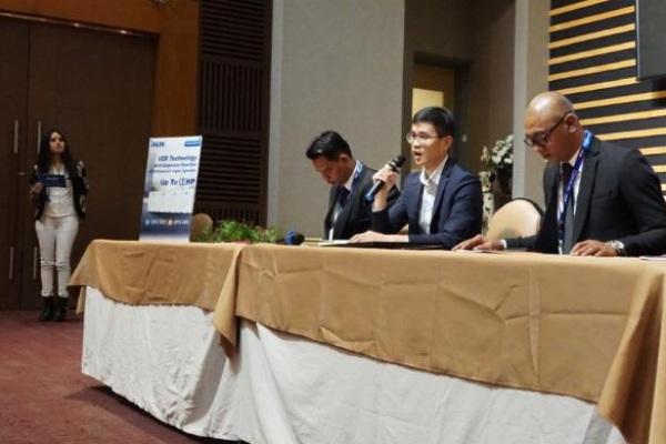 Jajaran manajemen AUX Air Conditioner dan PT Sumber Bangun Sarana saat memberikan keterangan resmi. - Istimewa