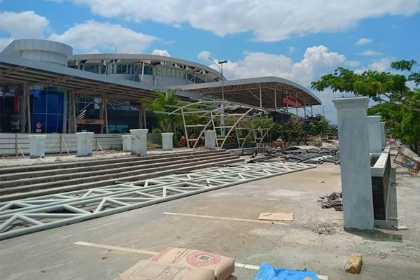 Kondisi Bandara Mutiara Sis Al Jufri yang rusak akibat gempa di Palu, Sulawesi Tengah, Sabtu (29/9). - Antara
