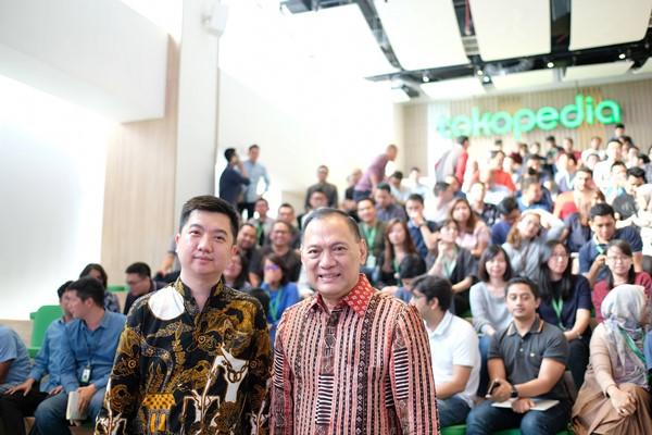 CEO Tokopedia William Tanuwijaya (kiri) dan Komisaris Utama Tokopedia Agus Martowardojo - Tokopedia