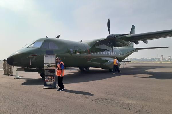 Indonesia berhasil mengekspor pesawat terbang CN235-220 buatan PT Dirgantara Indonesia (Persero) ke Nepal. JIBI/Bisnis - Hadijah Alaydrus