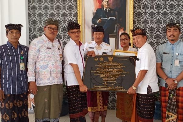 Managemen Hotel Inna Bali Heritage menerima penetapan sebagai cagar budaya