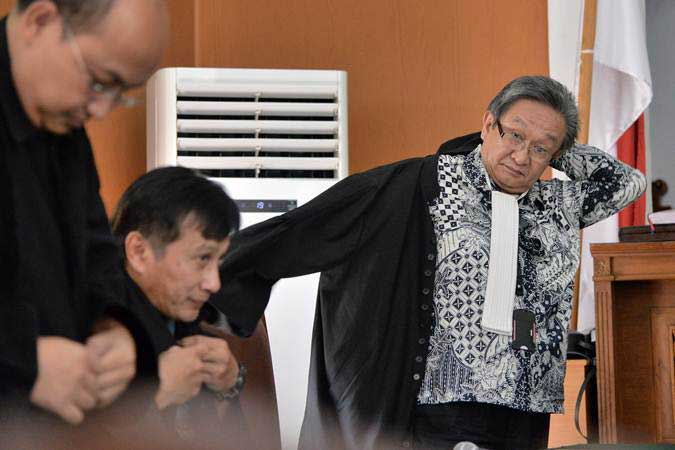 Pengacara Maqdir Ismail mempertanyakan tuntutan KPK yang menyebut kliennya Tubagus Chaeri Wardhana melakukan tindak pidana pencucian uang. - ANTARA/Aprillio Akbar