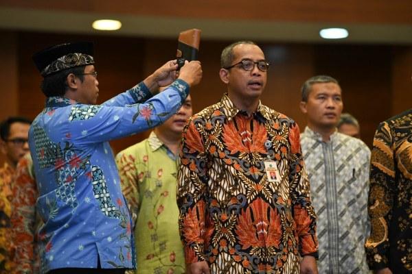 Suryo Utomo saat diambil sumpah saat pelantikan sebagai Dirjen Pajak menggantikan Robert Pakpahan yang memasuki masa pensiun di Jakarta, Jumat (1/11 - 2019). Istimewa
