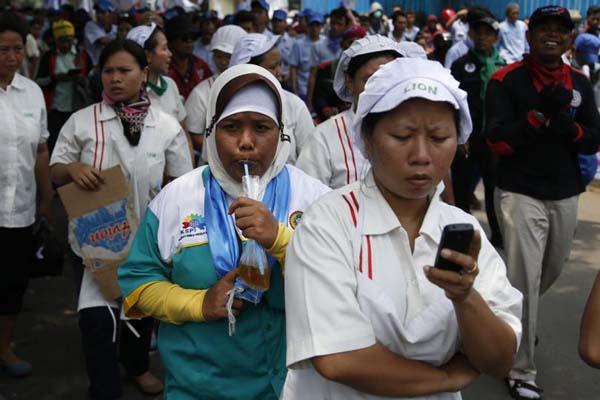 Ilustrasi pekerja kawasan industri. - Reuters/Beawiharta