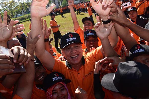 Komjen Pol Iriawan (tengah) saat menjadi Penjabat Gubernur Jawa Barat - Bisnis/Wisnu Wage