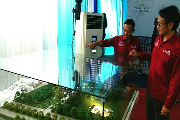 Manajemen PT Wika Realty memaparkan progres pembangunan Tamansari Skylounge Apartemen yang dibangun di kawasan Bandara Internasional Sultan Hasanuddin Makassar. Sejak ground breaking pada Maret 2018 lalu, sudah 70% unit apartemen yang berhasil terjual.
