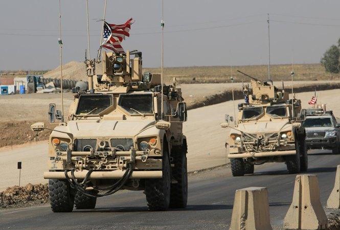 Konvoi kendaraan AS terlihat setelah menarik diri dari Suriah utara, di perbatasan Irak-Suriah di pinggiran Dohuk, Irak, 21 Oktober 2019. - REUTERS/Ari Jalal