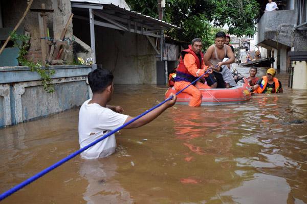 Banjir melanda Pasar Minggu, Jakarta Selatan, 5 Februari 2018. - Antara