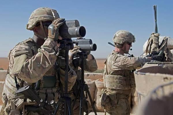 Prajurit AS mengawasi area saat patroli gabungan di Manbij, Suriah, 1 November 2018. - REUTERS/Courtesy Zoe Garbarino/U.S. Army