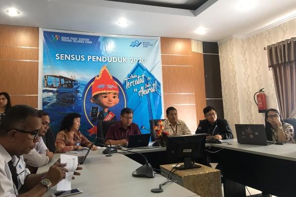 Kepala Badan Pusat Statistik (BPS) Provinsi Sulawesi Utara (Sulut) Ateng Hartono memaparkan data pertumbuhan ekonomi Sulut di Manado, Sulut, Selasa (5/11/2019). - Bisnis/M. Nurhadi Pratomo