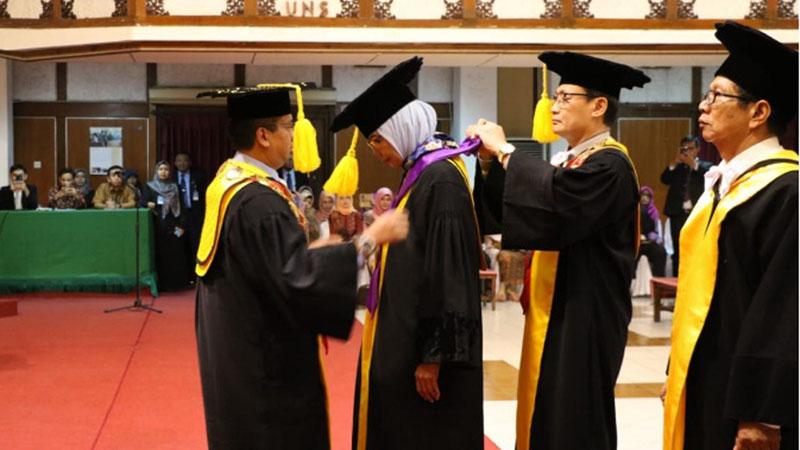 Pengukuhan tiga guru besar baru UNS. - Istimewa