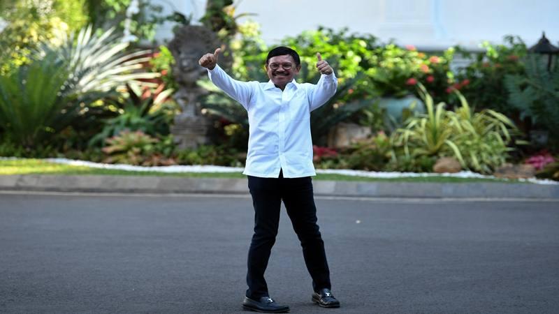 Politisi Partai Nasdem Johnny G. Plate tiba di Kompleks Istana Kepresidenan di Jakarta, Selasa (22/10/2019). - Antara