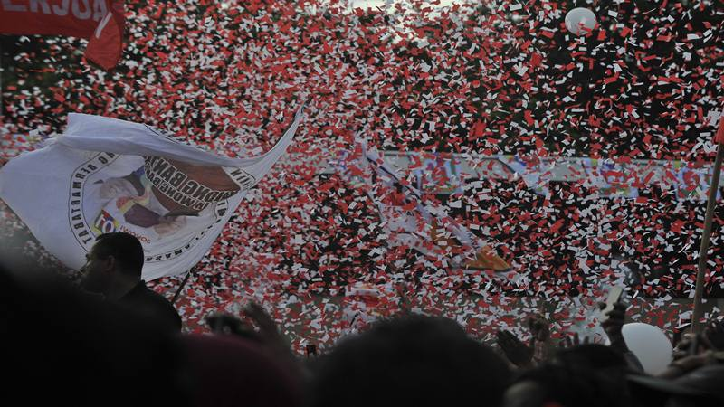 Ribuan kader dan simpatisan sejumlah parpol pengusung pasangan Capres-Cawapres nomor urut 01 Jokowi-Maruf Amin menghadiri Kampanye Terbuka di Stadion Maulana Yusuf, Ciceri, Serang, Banten, Minggu (24/3/2019). - Antara
