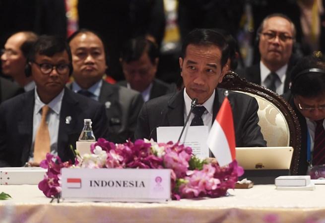 Presiden Joko Widodo (kedua kanan) mengikuti sesi pleno KTT ke-35 Asean di Bangkok, Thailand, Sabtu (2/11/2019). -  ANTARA/Akbar Nugroho Gumay