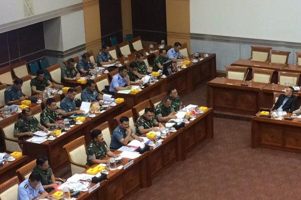Panglima TNI Marsekal Hadi Tjahjanto (ketiga dari kiri) saat menghadiri Rapat Kerja dengan Komisi I DPR pada Rabu 6 November 2019. - Bisnis/Jaffry Prabu Prakoso