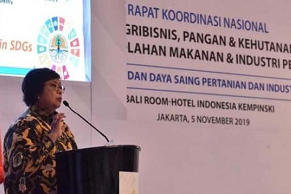 Menteri LHK Siti Nurbaya memberikan sambutan di hadapan 120 peserta Rakornas Kadin untuk agribisnis, pangan, dan kehutanan di Jakarta, Selasa (5/11/2019). - Istimewa