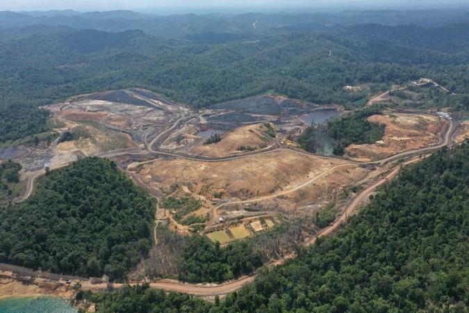 Foto aerial bekas tambang batu bara di Kecamatan Samboja, Kutai Kartanegara, Kalimantan Timur, Rabu (28/8/2019). - ANTARA/Akbar Nugroho Gumay.