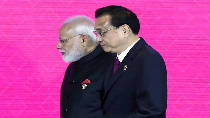Perdana Menteri India Narendra Modi dan Perdana Menteri Cina Li Keqiang menghadiri KTT Kemitraan Ekonomi Komprehensif Regional (RCEP) ke-3 di Bangkok, Thailand, 4 November 2019. - Reuters
