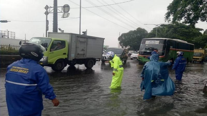 Genangan air di Jl Daan Mogot arah Grogol Jakarta Barat, Jumat (25/1/2019). - Twitter TMC Polda Metro Jaya