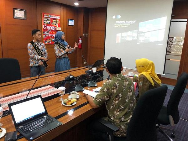 Duta Rupiah sedang mempresentasikan keunikan kampanye Cinta Rupiah di hadapan dewan juri dalam Program Sekolah Peduli Rupiah yang diinisiasi Bank Indonesia. - JIBI/Istimewa