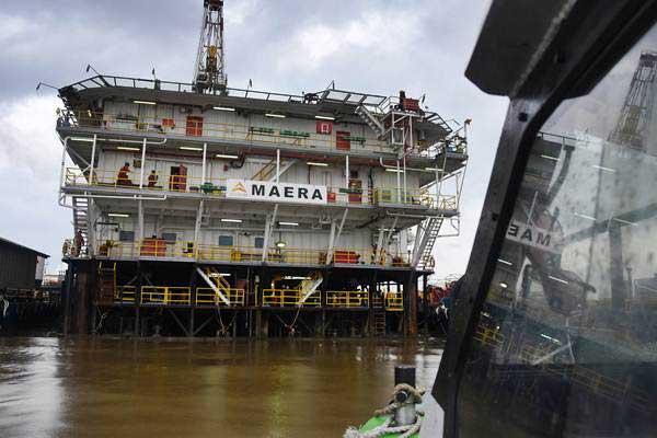 Pekerja beraktivitas di RIG Maera PT Pertamina Hulu Mahakam di South Tunu, Blok Mahakam, Kalimantan Timur - ANTARA/Indrianto Eko Suwarso