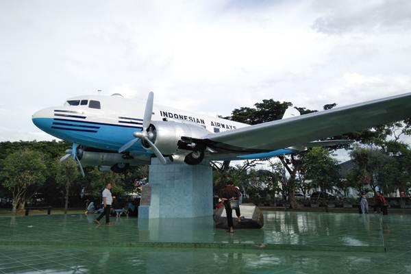 Garuda Indonesia meresmikan selesainya pemugaran pesawat pertama Republik Indonesia, RI 001 Seulawah - Bisnis