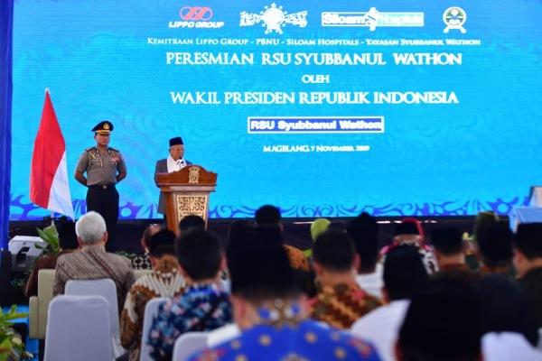 Wakil Presiden K.H. Maruf Amin memberi sambutan dalam acara pembukaan perdana RSU Syubbanul Wathon di Tegalrejo, Magelang, Jawa Tengah, Kamis (7/11/2019). - Bisnis/Fitri Sartina D.
