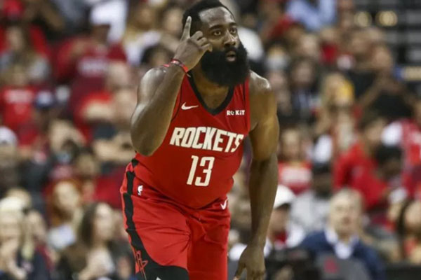 Guard Houston Rockets James Harden merayakan keberhasilannya mencetak poin dalam kuarter kedua pertandingan NBA melawan Golden State Warriors di Toyota Center, Houston, AS, pada Kamis (7/11/2019) WIB. - Reuters