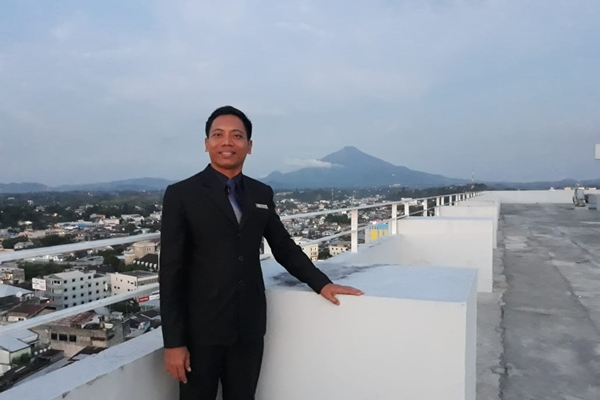 General Manager Sintesa Peninsula Hotel Manado I Putu Anom Dharmaya - Istimewa