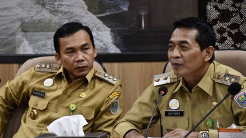 Bupati Batang Wihaji (kiri) dan Wakil Bupati Suyono - Antara/Kutnadi