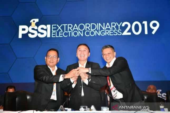 Ketua Umum PSSI terpilih Mochamad Iriawan atau Iwan Bule (tengah) - Antara