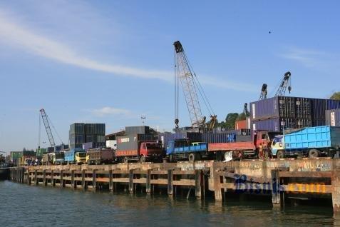 Ilustrasi aktivitas di pelabuhan.