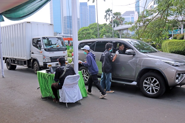 Foto: Sejumlah Kendaraan Melakukan Uji Emisi yang dilakukan oleh Suku Dinas Lingkungan Hidup Jakarta Barat - Pemprov DKI Jakarta.