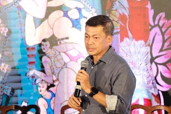 Direktur Asia Pacific Rayon Basrie Kamba menyampaikan paparan dalam konferensi pers sebelum acara Bali Fashion Trend di Nusa Dua, Bali, Kamis (7/11 - 2019).