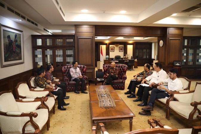 Pertemuan Chief Strategy Officer Bukalapak Teddy Oetomo dan CEO Emtek Alvin Sariaatmadja dengan Menteri Koperasi dan UKM Teten Masduki. - Istimewa