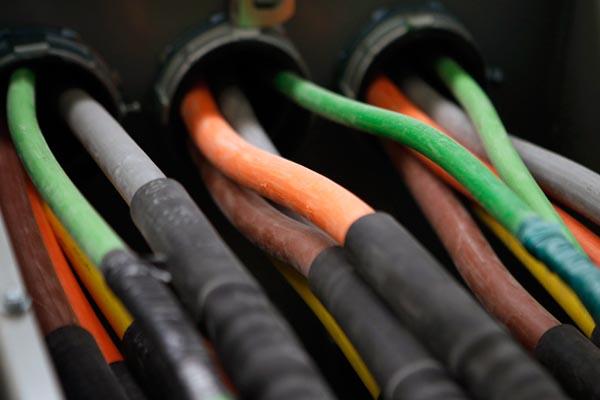 Ilustrasi kabel serat optik - Reuters/Mike Segar