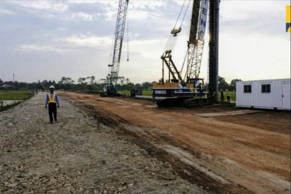 Pembangunan jalan akses sepanjang 8 kilometer yang menghubungkan Jalan Nasional Pantai Utara (Pantura) Jawa dengan Pelabuhan Patimban di Subang, Jawa Barat. - Kementerian PUPR