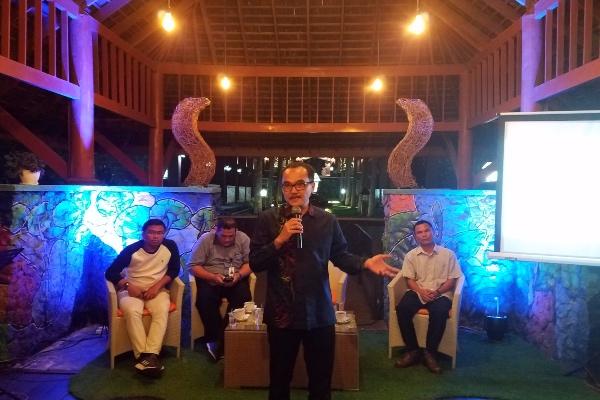 Direktur Operasional PTPN XII Anis Febriantomo (berdiri) pada Media Gathering di Kebun Teh Wonosari, Malang, Kamis (7/11/2019). - Bisnis/Choirul Anam