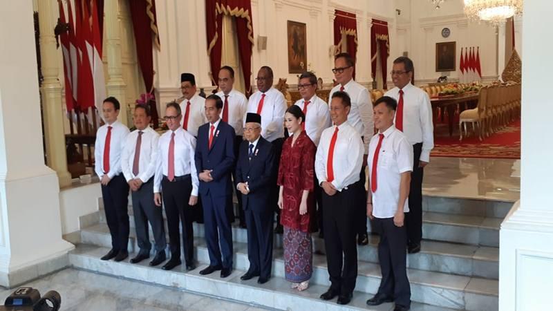 Presiden Joko Widodo dan Wakil Presiden Ma'ruf Amin berfoto bersama dengan 12 wakil menteri di Istana Merdeka, Jumat (25/10/2019). JIBI/Bisnis - Amanda Kusumawardhani