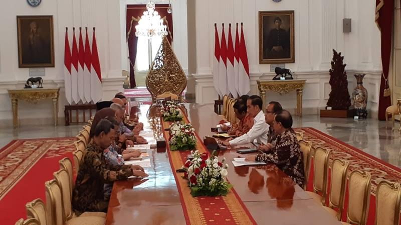 Presiden Joko Widodo menerima Pimpinan Komisi Pemilihan Umum (KPU) di Istana Merdeka, Senin (11/11/2019). JIBI/Bisnis - Amanda Kusumawrdhani