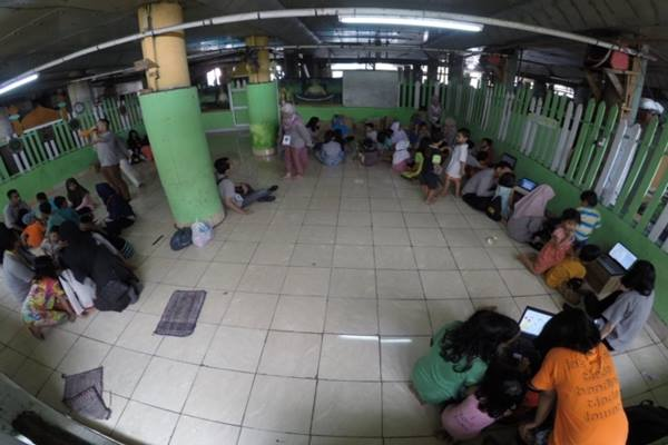 Penerima Beasiswa LPDP (Lembaga Pengelola Dana Pendidikan) yang tergabung dalam PK-150 Garuda Manggala mengadakan proyek sosial menyasar isu literasi di wilayah Penjaringan, Jakarta Utara, Sabtu (9/11/2019). - Dok.  PK/150 Garuda Manggala