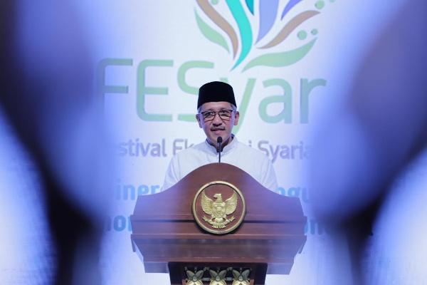 Deputi Gubernur Bank Indonesia Dody Budi Waluyo menyampaikan sambutan dalam pembukaan FESyar di Surabaya, Rabu malam, 6/11/2019. (Bank Indonesia) - Fahmi Achmad